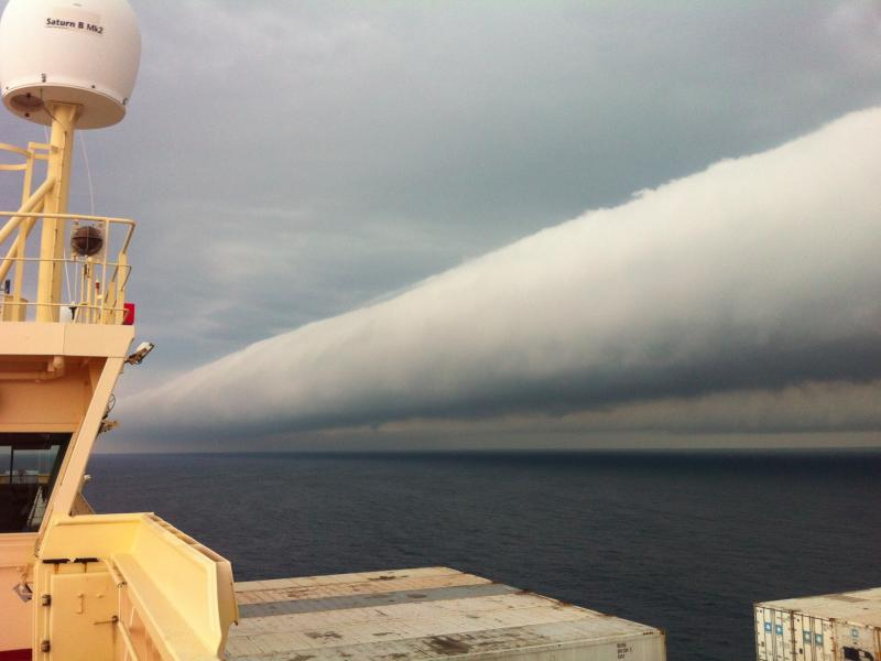 Roll cloud, side view