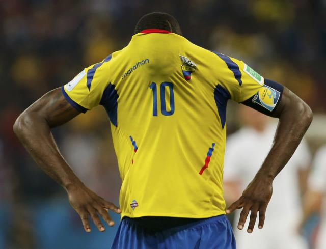 Ecuador's Walter Ayovi covers his face with his jersey after their 2014 World Cup Group E soccer match against France at the Maracana stadium in Rio de Janeiro June 25, 2014. REUTERS/Sergio Moraes (BRAZIL - Tags: SOCCER SPORT WORLD CUP TPX IMAGES OF THE DAY TOPCUP)