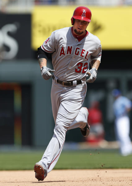 Los Angeles Angels' Josh Hamilton (32) rounds the bases after his solo home run in the seventh inning of a baseball game against the Kansas City Royals at Kauffman Stadium in Kansas City, Mo., Saturday, May 25, 2013. (AP Photo/Orlin Wagner)