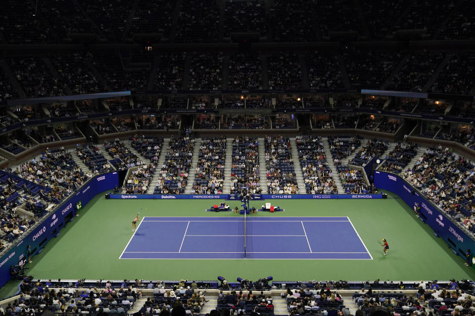 Maria Sakkari, of Greece, left, serves to Emma Raducanu, of Great Britain, during the semifinals of the US Open tennis championships, Thursday, Sept. 9, 2021, in New York. (AP Photo/Seth Wenig)
