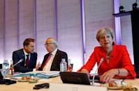 Britain's Prime Minister Theresa May, European Commission President Jean-Claude Juncker and Luxembourg's Prime Minister Xavier Bettel attend the European Union leaders informal summit in Salzburg, Austria, September 20, 2018. REUTERS/Leonhard Foeger