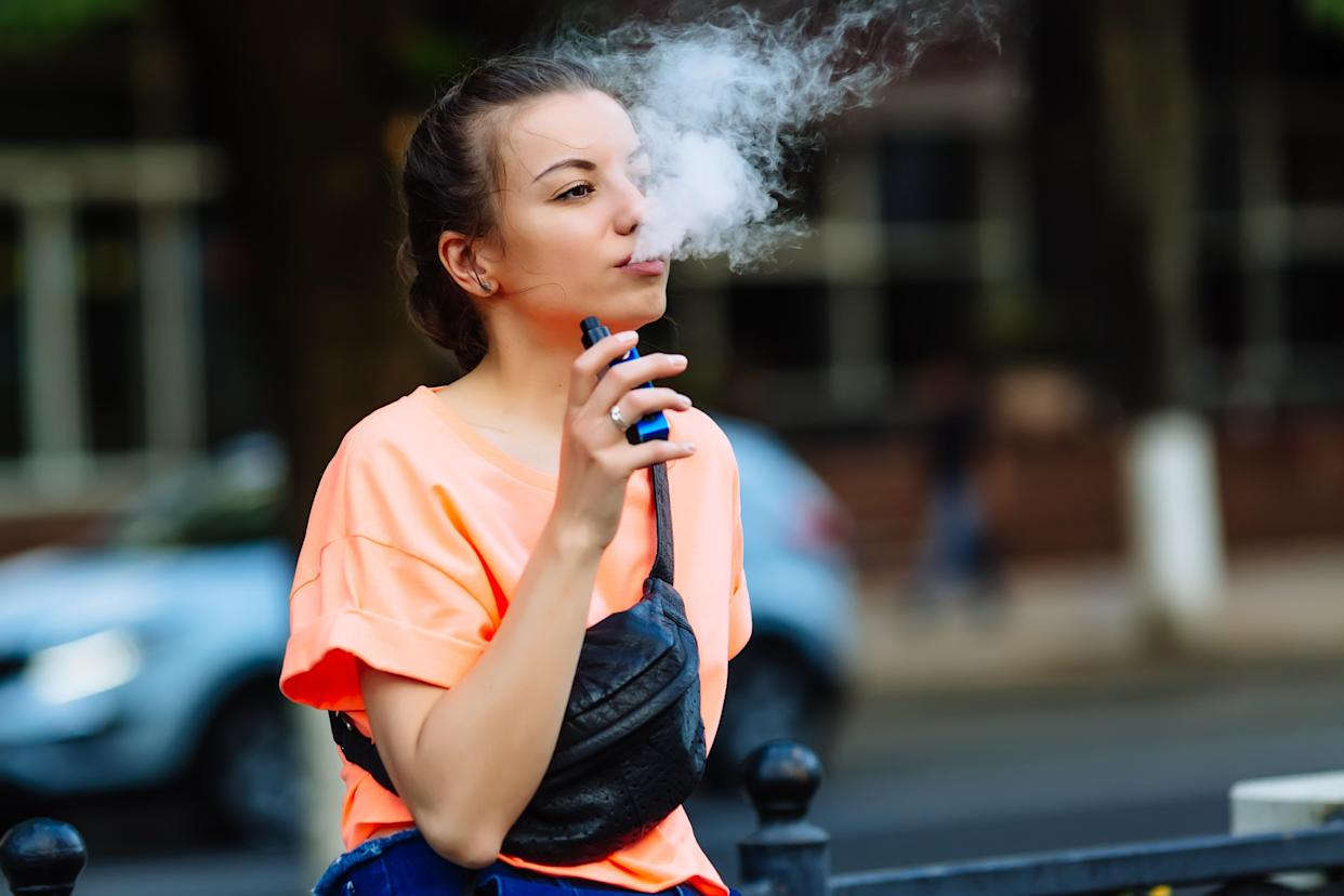 A new report from the FDA has linked seizures to e-cigarette use. Here's why experts are warning against the dangerous growing trend. (Photo: Getty Images)