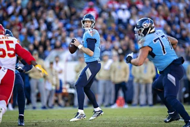 Tennessee Titans quarterback Ryan Tannehill drops back to pass in the second half of his team's NFL victory over the Kansas City Chiefs (AFP Photo/Wesley Hitt)