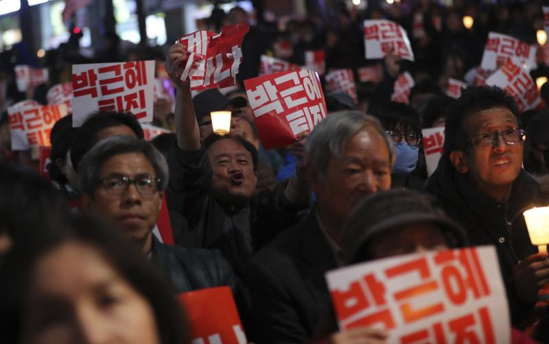 South Korea Presidential Aides Resign Over Influence Scandal
