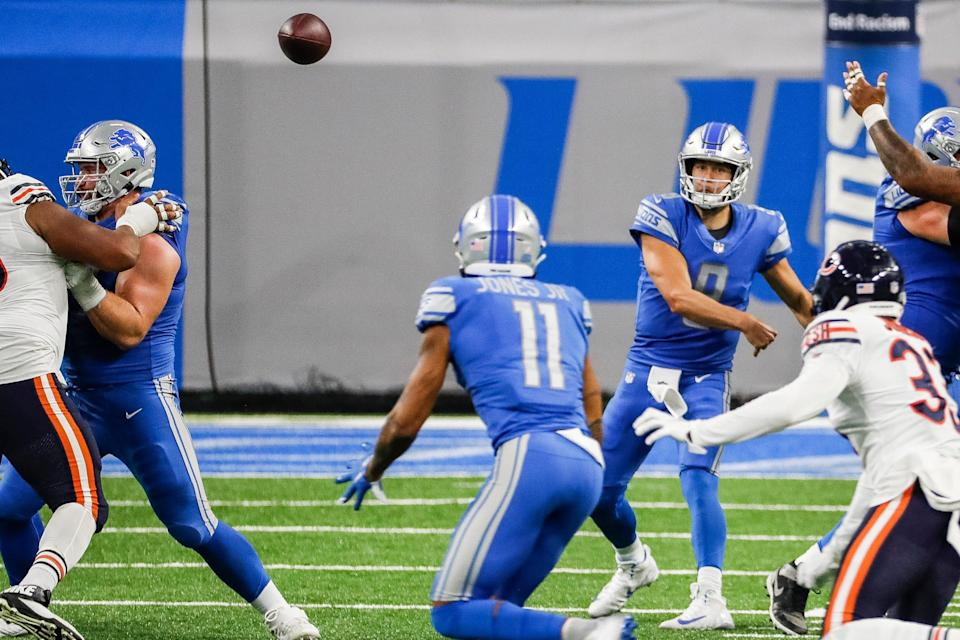 Detroit Lions quarterback Matthew Stafford passes to Marvin Jones against the Chicago Bears during the second half at Ford Field, Sunday, Sept. 13, 2020.