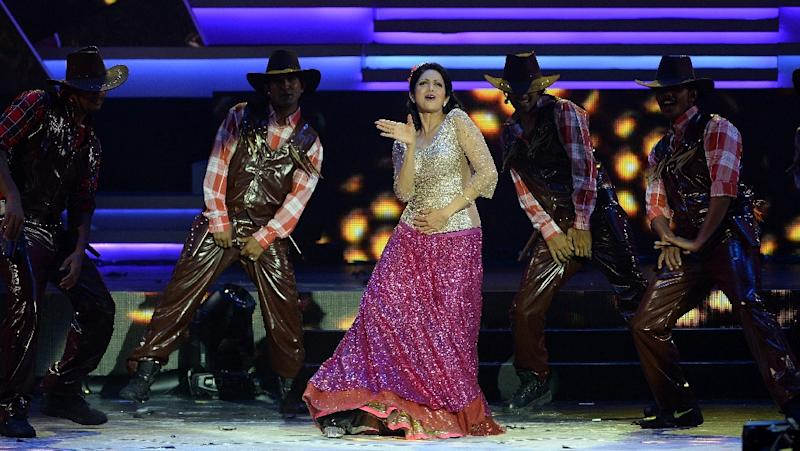 Photo taken in 2013 shows Sridevi (C) performing at the 14th International Indian Film Academy Awards (AFP Photo/Indranil MUKHERJEE)