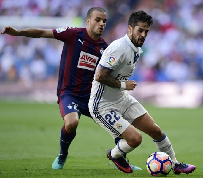 Real Madrid's Isco (R) fights for the ball with Eibar's midfielder Pedro Leon during their Spanish La Liga match in Madrid, in October 2016