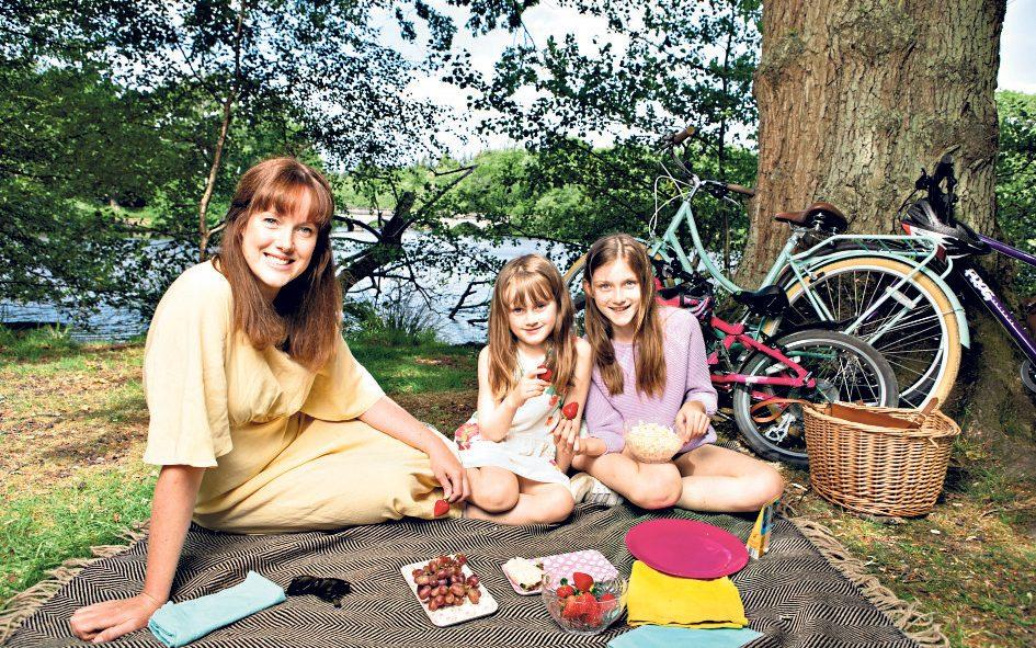 A picnic fit for a princess: Maria Lally and daughters eat lunch beside the lake - Rii Schroer