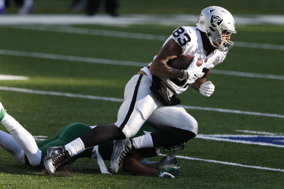 Las Vegas Raiders' Darren Waller runs the ball during the first half an NFL football game against the New York Jets, Sunday, Dec. 6, 2020, in East Rutherford, N.J. (AP Photo/Noah K. Murray)