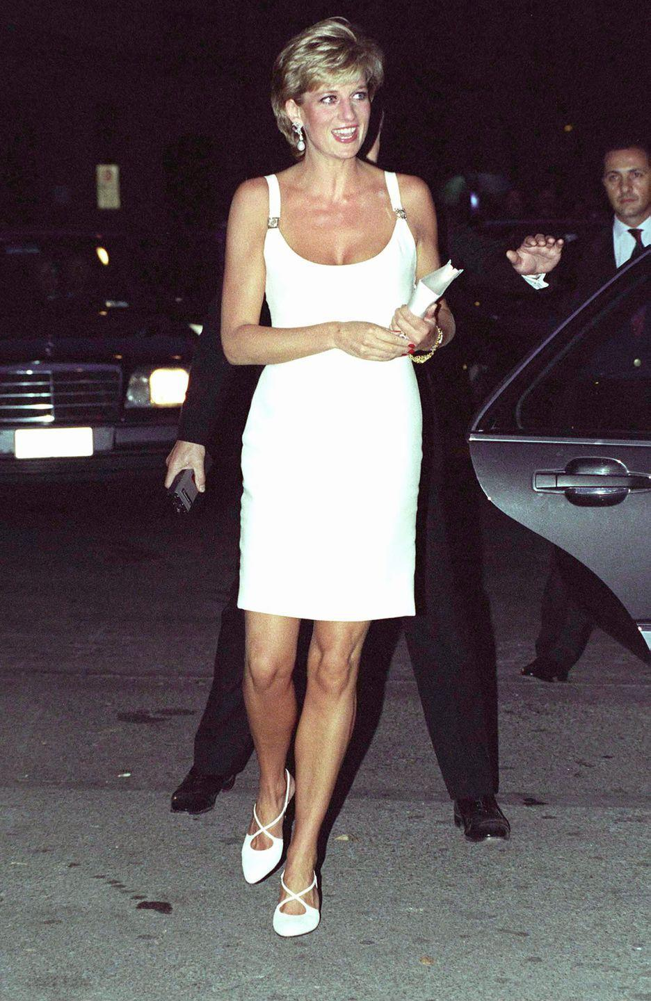 <p>Dazzling in a white Versace dress. <br></p>