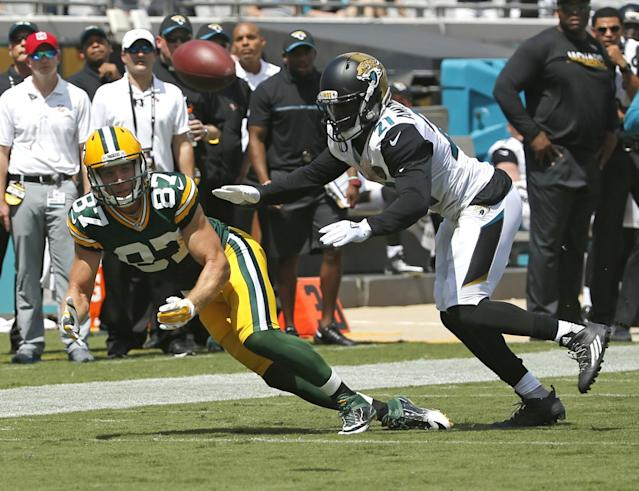 <p>Green Bay Packers wide receiver Jordy Nelson (87) makes a reception in front of Jacksonville Jaguars defensive back Prince Amukamara during the first half of an NFL football game in Jacksonville, Fla., Sunday, Sept. 11, 2016.(AP Photo/Stephen B. Morton) </p>