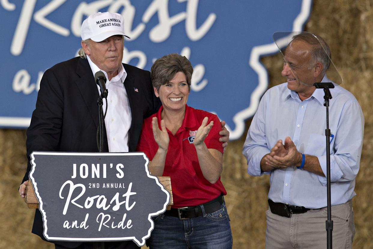 Candidate Donald Trump makes an appearance with Sen. Joni Ernst (R-Iowa) and Rep. Steve King in Des Moines on Aug. 27, 2016. (Photo: Stephen Maturen/Getty Images)