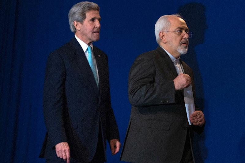 US Secretary of State John Kerry (L) and Iranian Foreign Minister Javad Zarif arrive to deliver a statement at the Swiss Federal Institute of Technology in Lausanne, on April 2, 2015, after Iran nuclear program talks finished with extended sessions (AFP Photo/Brendan Smialowski)