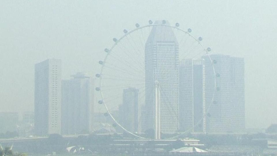 Haze in Singapore hits PSI all-time record high of 371