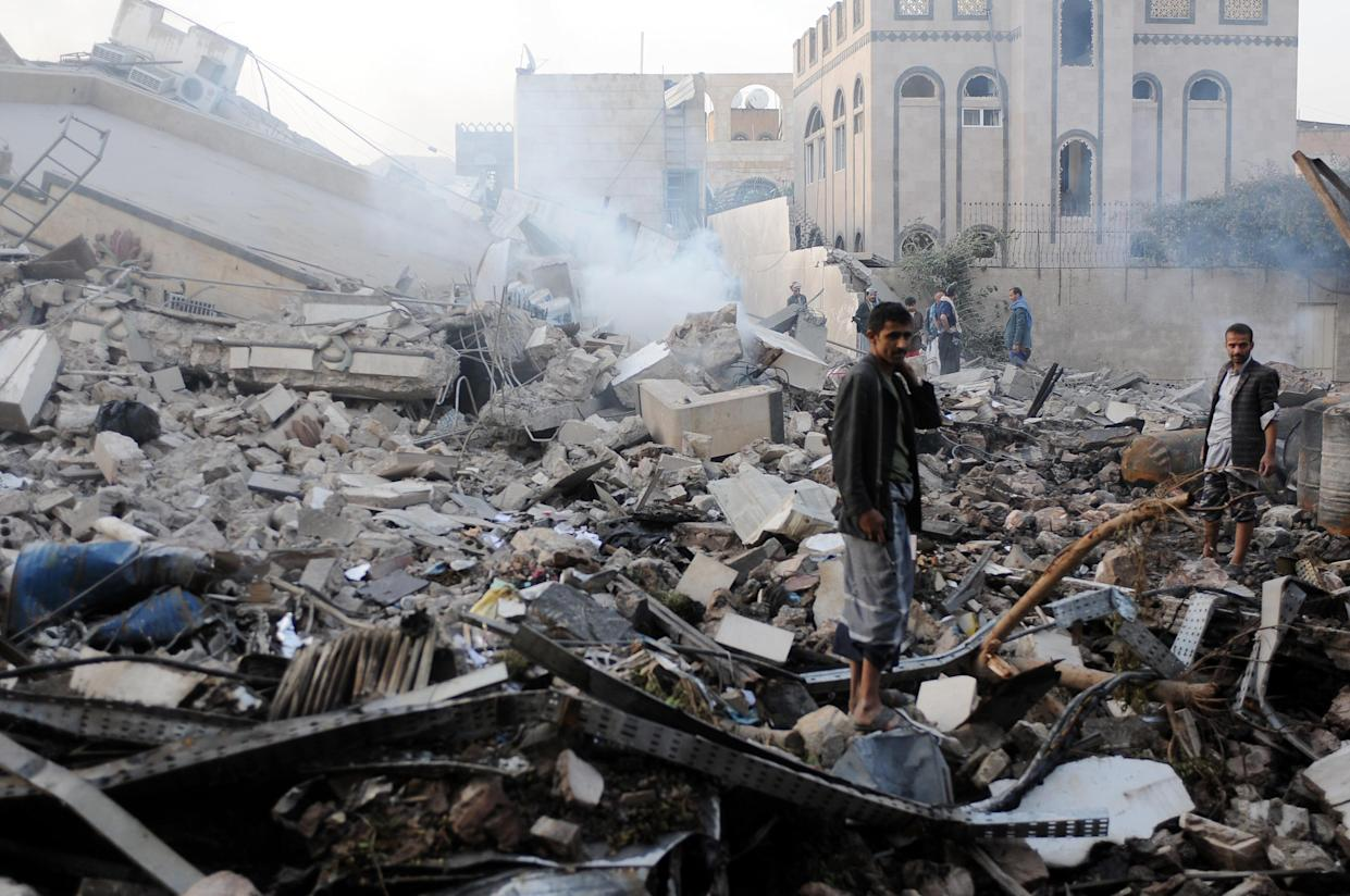 People inspect a building in Sanaa, Yemen, destroyed in airstrikes carried out by warplanes of the Saudi-led coalition after the U.N. Special Envoy to Yemen, Martin Griffiths, departed on June 6, 2018. (Photo: Mohammed Hamoud/Getty Images)