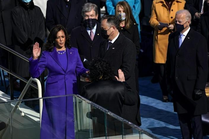 Washington , DC - January 20: U.S. Vice President-elect Kamala Harris takes the oath of office from Supreme Court Justice Sonia Sotomayor during the 59th presidential inauguration in Washington, D.C. on Wednesday, Jan. 20, 2021. (Kent Nishimura / Los Angeles Times)