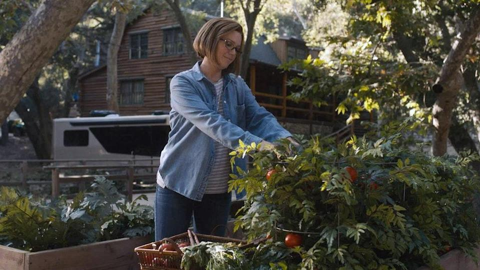 """<h1 class=""""title"""">This-Is-Us-season-5-Rebecca-Pearson-gardening-Mandy-Moore-present-day.jpg</h1><cite class=""""credit"""">NBC</cite>"""