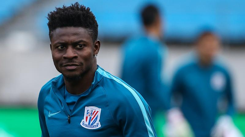 EXTRA TIME: Shanghai Shenhua fans show love to injured Obafemi Martins