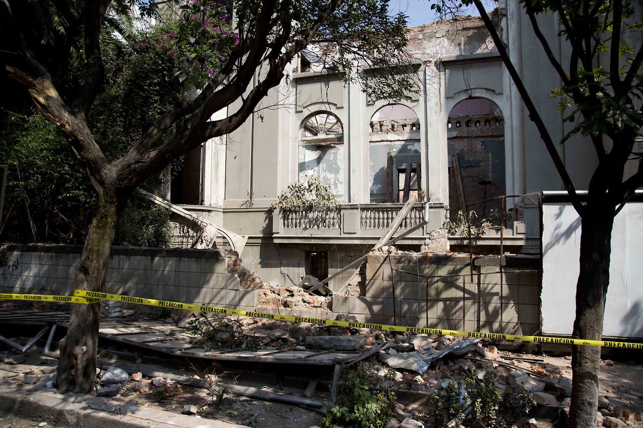 A damaged abandoned house is seen at the Juarez neighborhood after a strong earthquake jolted Mexico City, Friday, April 18, 2014. (AP Photo/Eduardo Verdugo)
