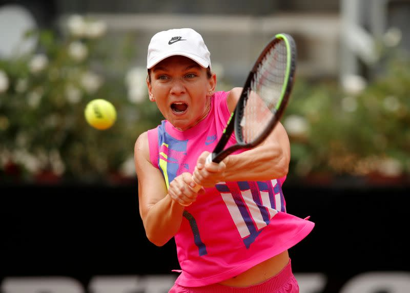 Unusual French Open conditions will help Halep, says Navratilova