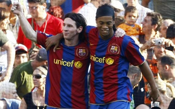 c3f4c6e4382 Ronaldinho   Aguero lead Messi tributes after 500th Barcelona goal
