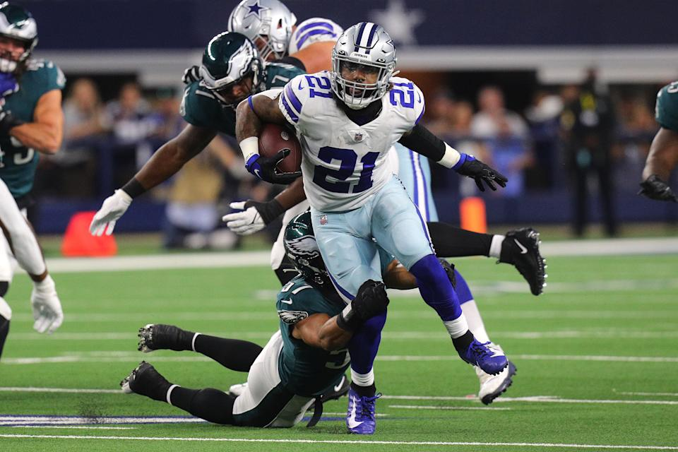 ARLINGTON, TEXAS - SEPTEMBER 27: Ezekiel Elliott #21 of the Dallas Cowboys tries to escape the tackle of T.J. Edwards #57 of the Philadelphia Eagles during a first quarter run at AT&T Stadium on September 27, 2021 in Arlington, Texas. (Photo by Richard Rodriguez/Getty Images)