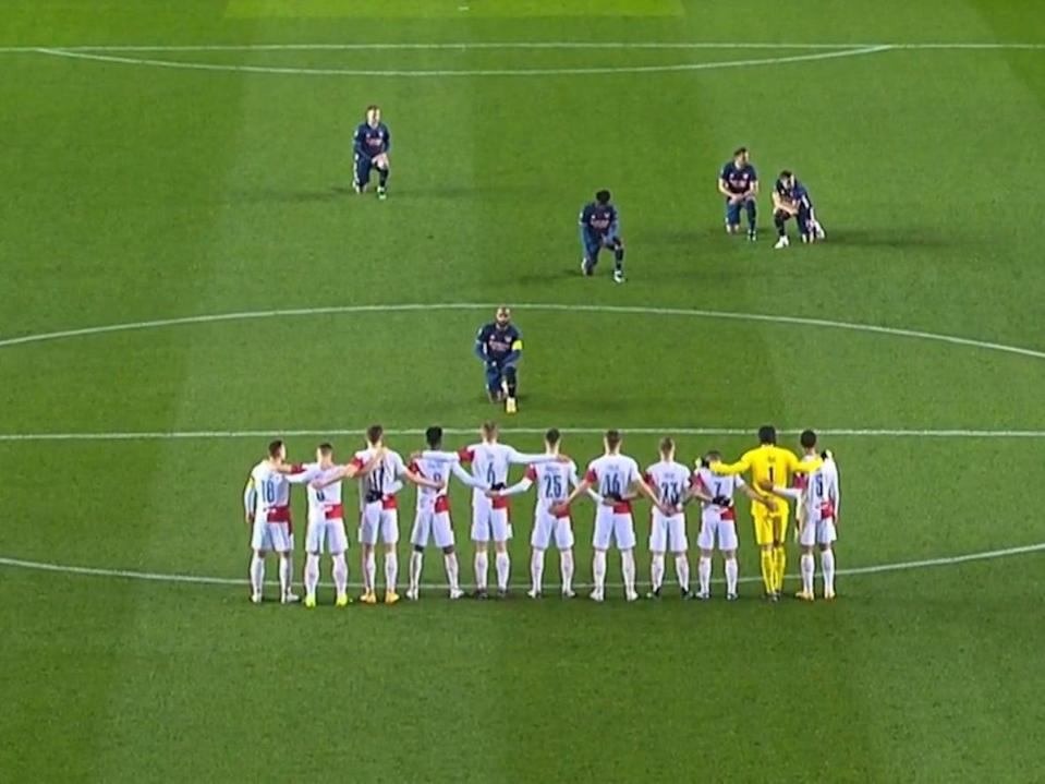 Arsenal striker Alexandre Lacazette takes a knee (BT Sport)
