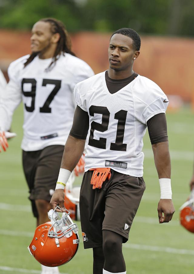Cleveland Browns cornerback Justin Gilbert walks off the field after a mandatory minicamp practice at the NFL football team's facility in Berea, Ohio Wednesday, June 11, 2014. The Browns selected Gilbert early in the first round, before quarterback Johnny Manziel, hoping that by putting him on the opposite side of Pro Bowler Joe Haden they can shut down passing games. (AP Photo/Mark Duncan)
