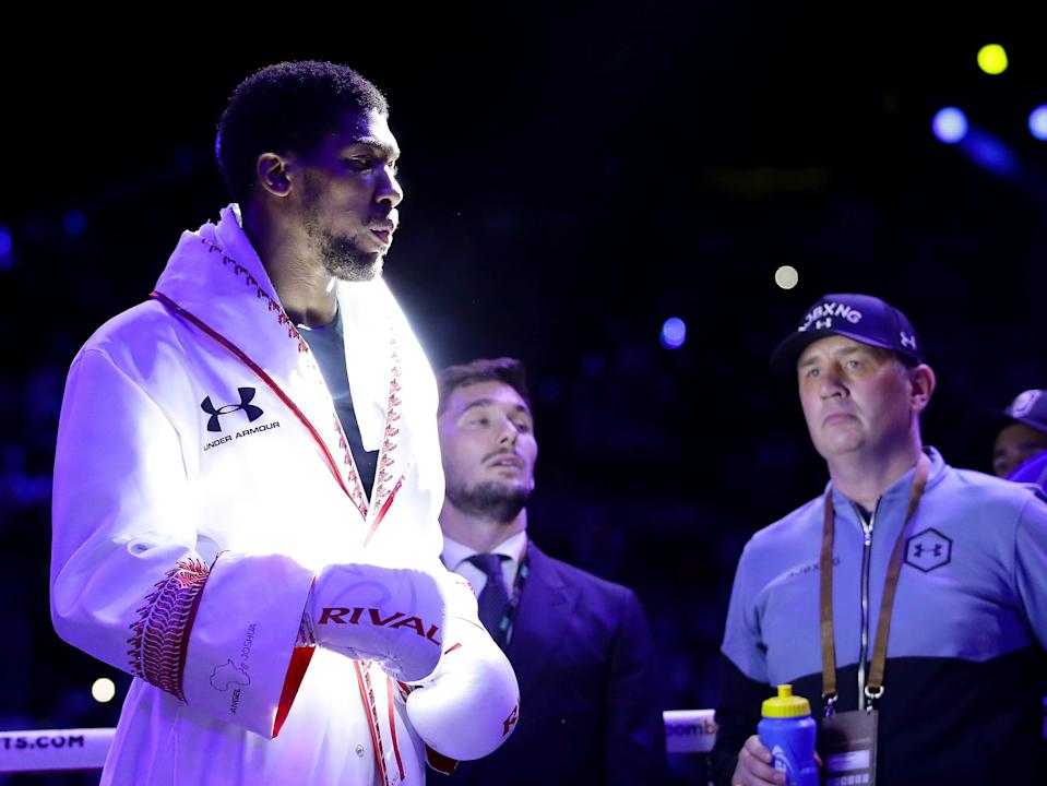 Anthony Joshua prepares in the ring as his trainer Robert McCracken looks on (Getty Images)