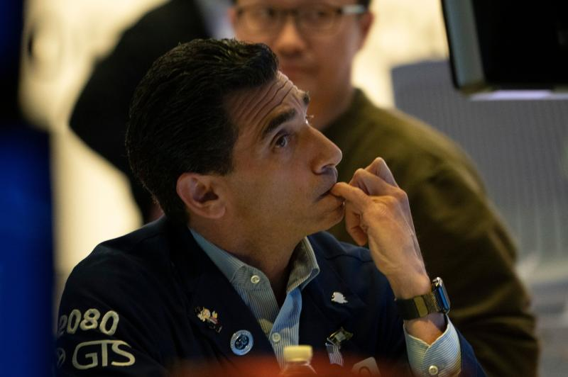 Traders on the floor of the New York Stock Exchange May 31,2019 in New York. - Wall Street stocks closed out a downcast May on an especially negative note on Friday, falling hard after President Donald Trump announced new tariff measures on Mexico. Major indices were in the red the entire session after Trump unveiled his latest trade broadside on Twitter Thursday night, vowing a string of gradual tariff increases to pressure Mexico into cracking down on illegal immigration into the United States. (Photo by Don Emmert / AFP) (Photo credit should read DON EMMERT/AFP via Getty Images)