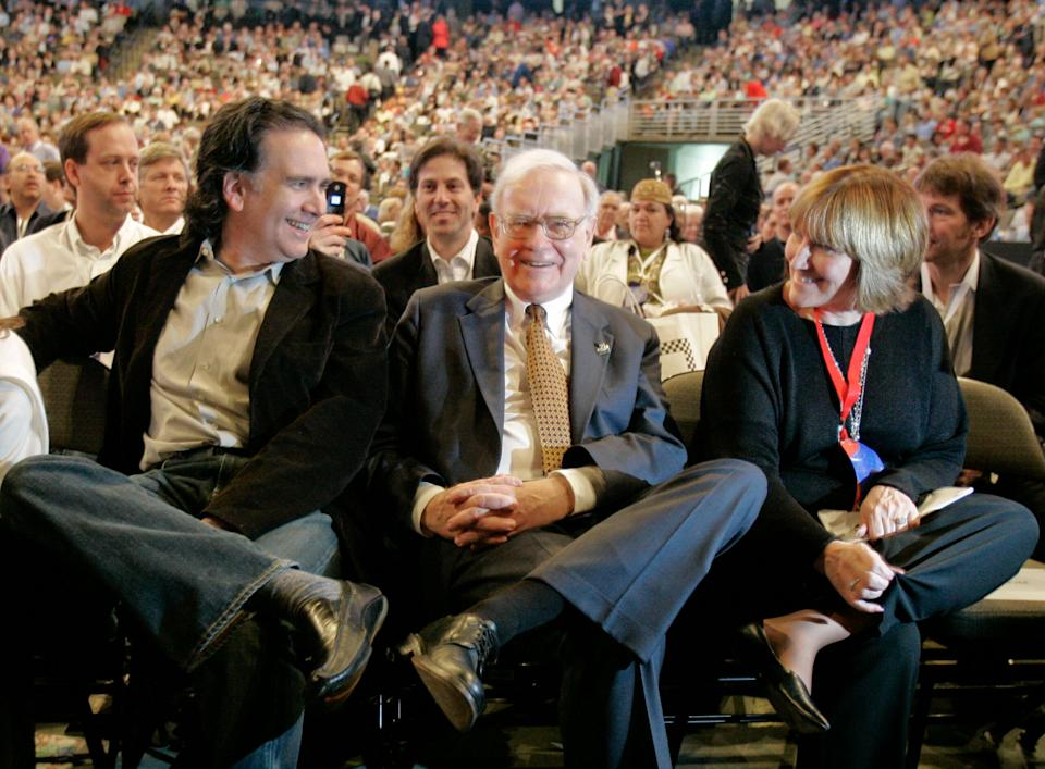 Billionaire investor Warren Buffett is flanked by his son, Peter, and daughter, Susie, as they wait for the company movie to begin during the annual Berkshire Hathaway shareholders meeting in Omaha, Neb., Saturday, May 5, 2007. (AP Photo/Nati Harnik)