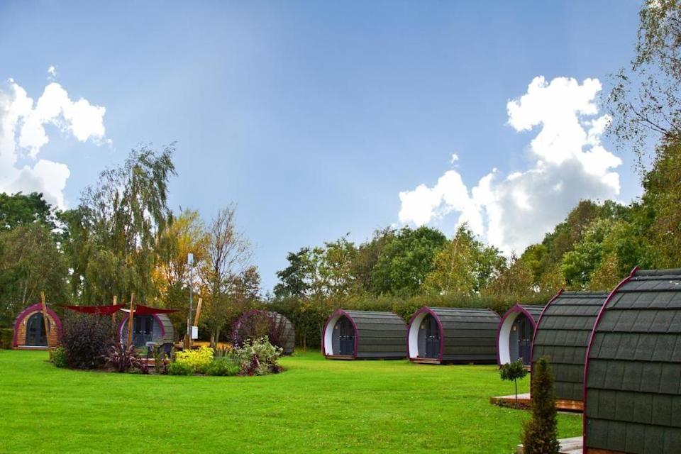 """<p>These high-quality glamping pods near York offer great cycle-friendly facilities for roadies who enjoy life on two wheels. Only 1.5 miles from the Way of the Roses cycle route, York Holiday & Cycle Stop offers a great night's sleep in the landscaped grounds, where you can take advantage of secure cycle storage and a bike wash area. </p><p><a class=""""link rapid-noclick-resp"""" href=""""https://go.redirectingat.com?id=127X1599956&url=https%3A%2F%2Fwww.booking.com%2Fhotel%2Fgb%2Fyork-holiday-amp-cycle-stop.en-gb.html%3Faid%3D2070936%26label%3Dprima-craft-holidays-uk&sref=https%3A%2F%2Fwww.prima.co.uk%2Ftravel%2Fg36812002%2Fcraft-holidays-uk%2F"""" rel=""""nofollow noopener"""" target=""""_blank"""" data-ylk=""""slk:CHECK AVAILABILITY"""">CHECK AVAILABILITY</a></p>"""
