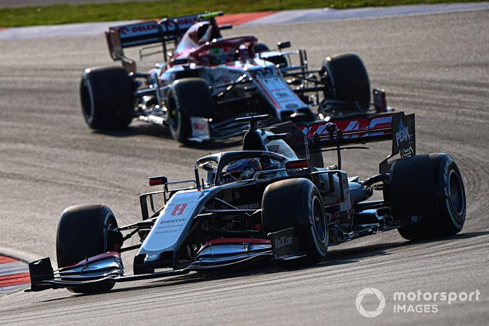 "Romain Grosjean, Haas VF-20, Antonio Giovinazzi, Alfa Romeo Racing C39<span class=""copyright"">Mark Sutton / Motorsport Images</span>"