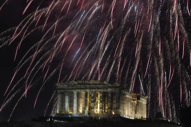 <p>Fireworks explode over the temple of the Parthenon at the Acropolis hill to mark the New Year's celebrations in Athens, Greece, Monday, Jan. 1, 2018. (Photo: Yorgos Karahalis/AP) </p>