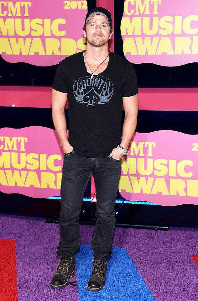 Up-and-coming country singer Kip Moore kept things very casual in his jeans, tee, baseball cap, and work boots.