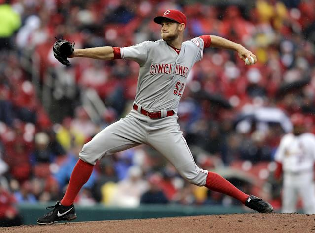 Cincinnati Reds starting pitcher Tony Cingrani throws during the first inning of a baseball game against the St. Louis Cardinals, Monday, April 7, 2014, in St. Louis. (AP Photo/Jeff Roberson)