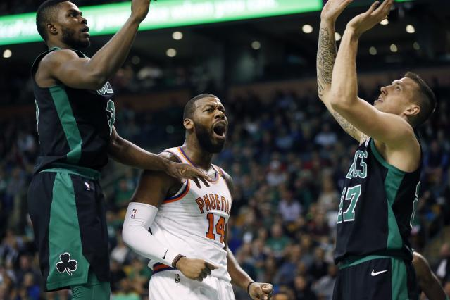 Greg Monroe will reportedly sign a one-year, $5 million deal with the Celtics. (AP)