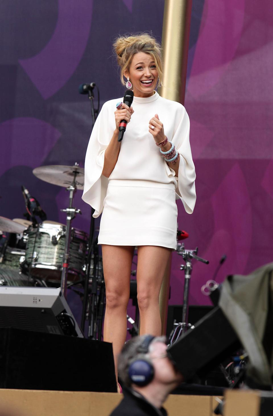 <p>A more casual look for one of our favourite stars, Blake's all white get up is played down with thrown back hair and oversized sleeves.<br><i>[Photo: Getty]</i> </p>
