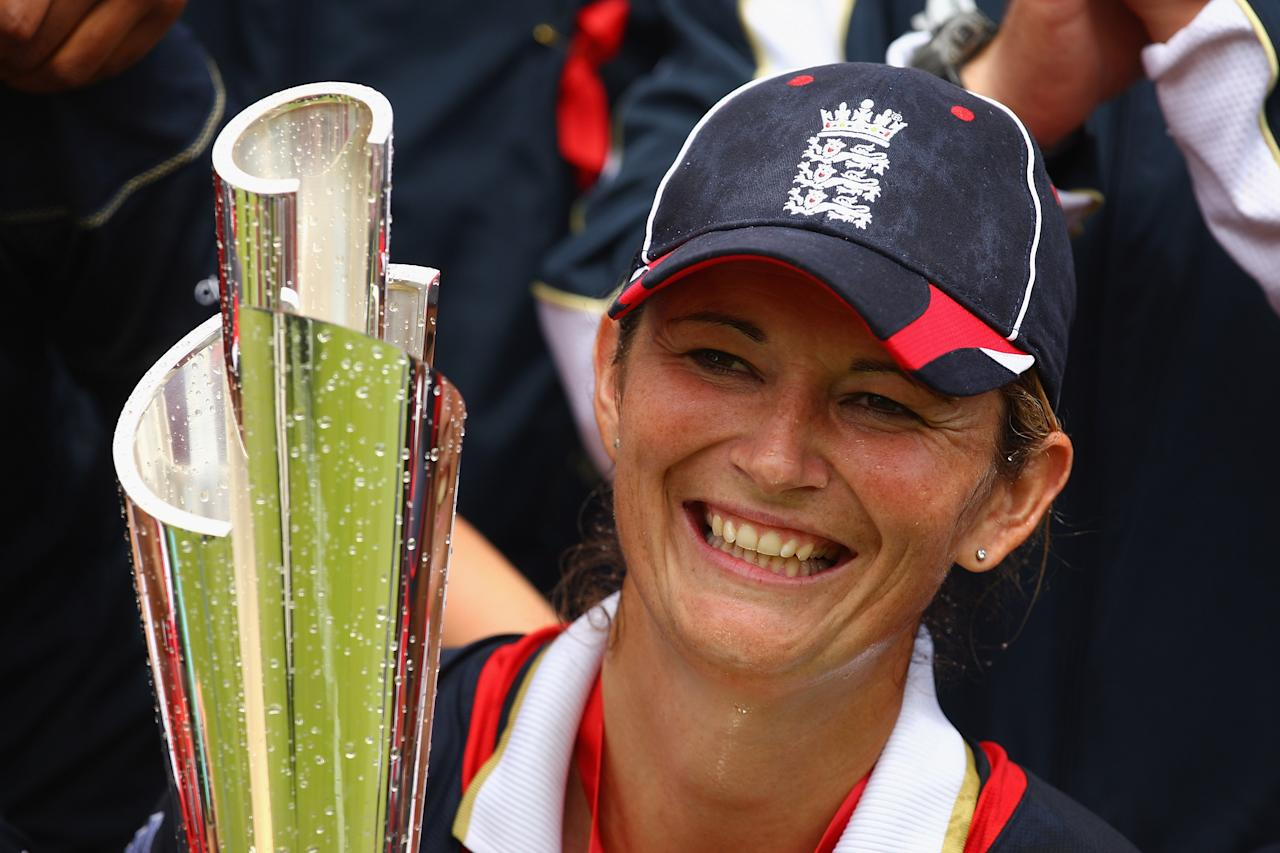 LONDON, ENGLAND - JUNE 21:  Charlotte Edwards of England holds the trophy at the end of the ICC Women's World Twenty20 Final between England and New Zealand at Lord's on June 21, 2009 in London, England.  (Photo by Richard Heathcote/Getty Images)