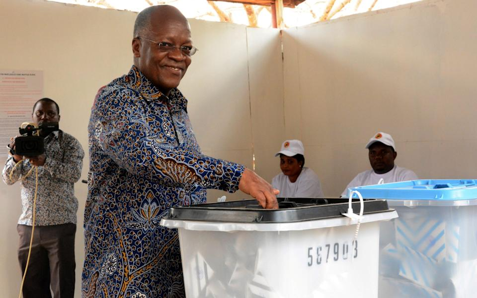 Tanzanian President John Pombe Magufuli casts his ballot during the Presidential and Parliamentary elections in Chamwino district in Dodoma, Tanzania October 28, 2020.  - REUTERS