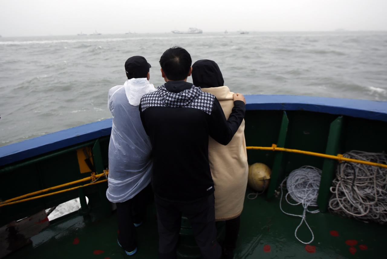 Family members of missing passengers who were on the South Korean Sewol ferry, which has sunk, look at the site of the accident in the sea off Jindo April 17, 2014. Rescuers fought rising winds and waves on Thursday as they searched for hundreds of people, mostly teenage schoolchildren, still missing after the South Korean ferry capsized more than 24 hours ago. REUTERS/Issei Kato (SOUTH KOREA - Tags: DISASTER MARITIME)