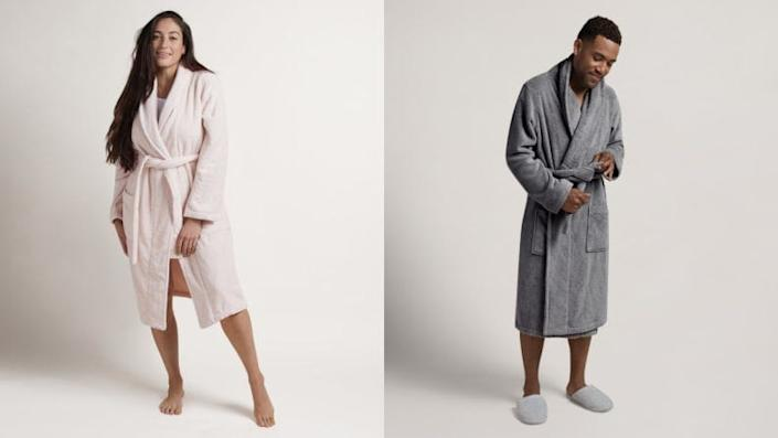This luxurious robe is made from high-end Turkish cotton.