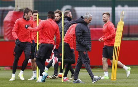 Manchester United's manager Jose Mourinho with Luke Shaw and teammates during training