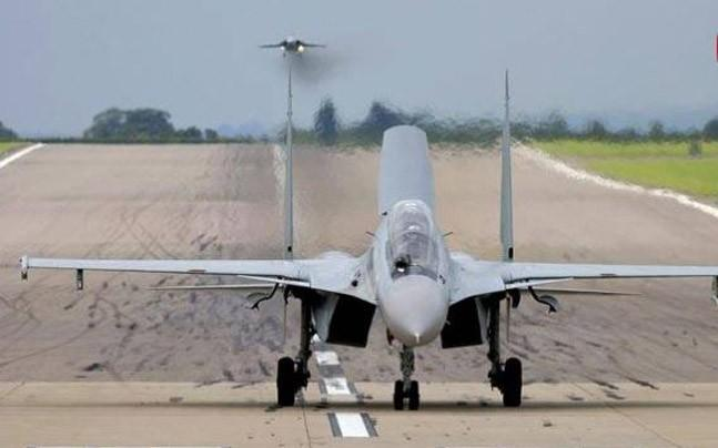 <p>The aircraft will land and then take-off from the Lucknow-Agra Expressway near Bangarmau in Unnao district.</p>