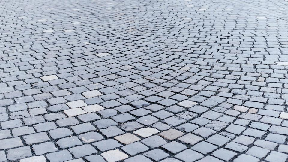 curved drive way stone