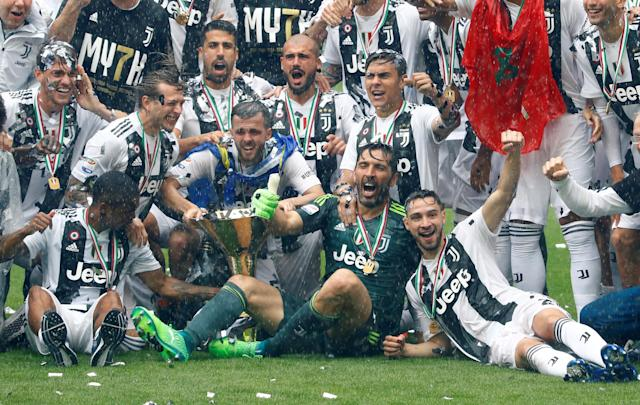 Soccer Football - Serie A - Juventus vs Hellas Verona - Allianz Stadium, Turin, Italy - May 19, 2018 Juventus' Gianluigi Buffon celebrates winning the league with the trophy and team mates REUTERS/Stefano Rellandini