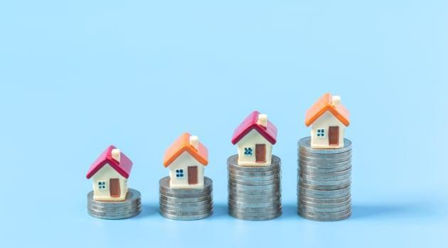 Should You Pay Off Your Monthly Mortgage Early Or Invest?