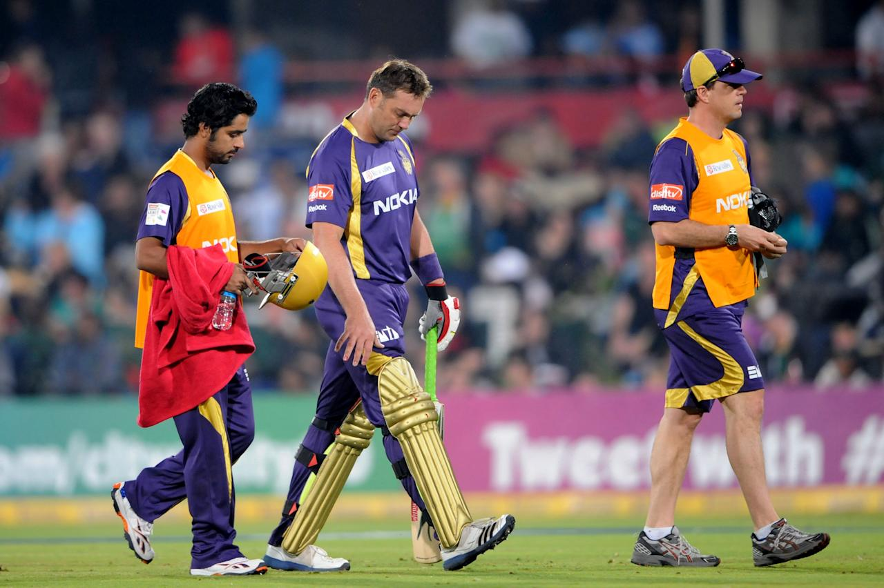 PRETORIA, SOUTH AFRCA - OCTOBER 13:  Jacques Kallis (C) of the Knight Riders leaves the field after been hit on the hand by Morne Morkel (not pictured) of the Daredevils during the Karbonn Smart CLT20 match between Kolkata Knight Riders (IPL) and Delhi Daredevils (IPL) at SuperSport Park on October 13, 2012 in Pretoria, South Africa.  (Photo by Lee Warren/Gallo Images/Getty Images)