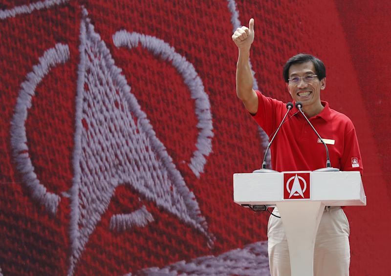 Secretary-General of the opposition Singapore Democratic Party (SDP) Chee Soon Juan addresses the audience during a lunchtime rally at the central business district in Singapore September 7, 2015. Singaporeans will go to the polls on September 11. REUTERS/Edgar Su TPX IMAGES OF THE DAY