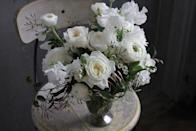 "<p>If you're worried that a simple bouquet of white flowers may make for a dull centerpiece, take the lead from this elegant arrangement and mix varying types and sizes of white blooms. This offers a sense of variety and unpredictability to the eye, while maintaining a frosty winter palette. </p><p><em>Via <a href=""http://sachirose.com/"" rel=""nofollow noopener"" target=""_blank"" data-ylk=""slk:Sachi Rose"" class=""link rapid-noclick-resp"">Sachi Rose</a></em></p>"